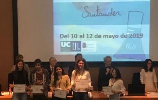 Javi recogiendo su diploma en la olimpiada de Santander
